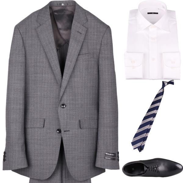 今日のコーディネート グレーのストライプスーツ×ホワイトのシャツ