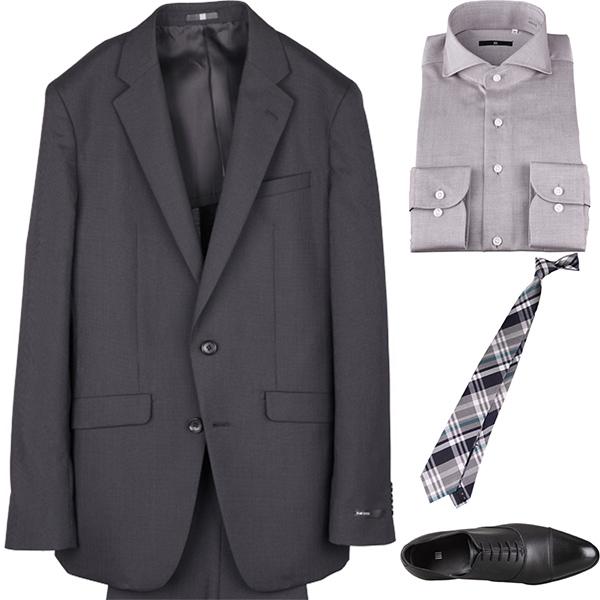 今日のコーディネート ブラックストライプのスーツ×グレーのワイドカラーシャツ