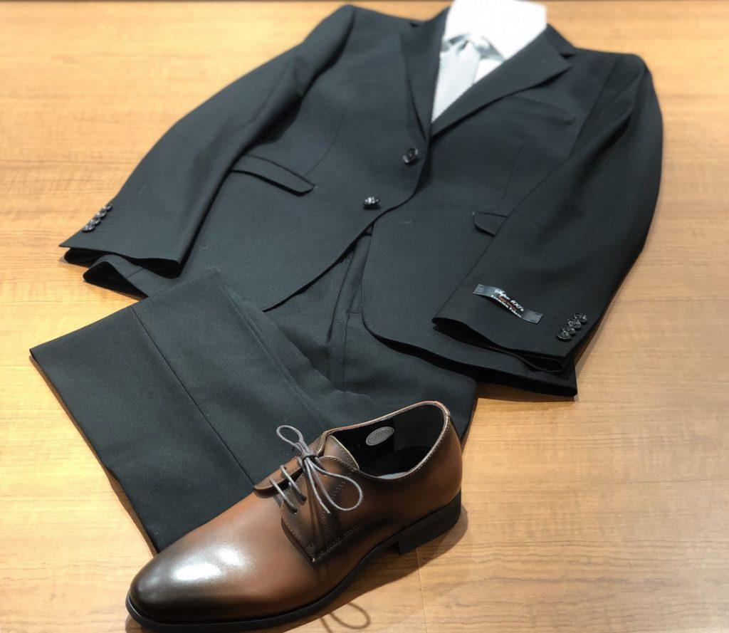茶色の革靴