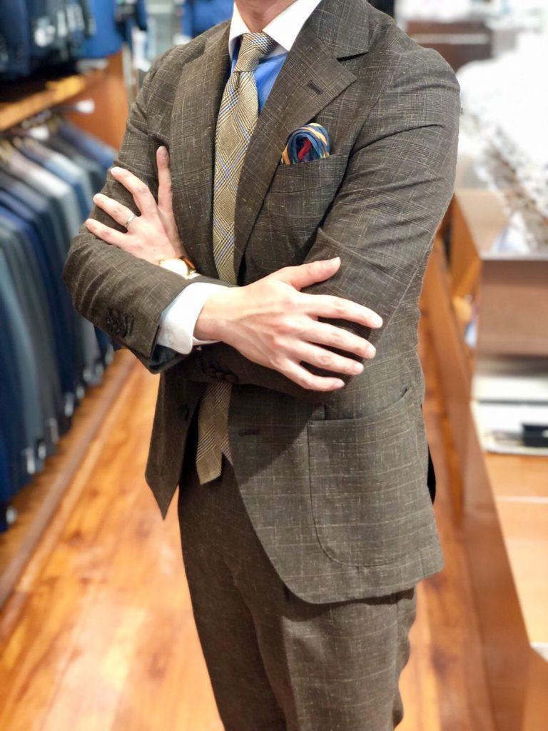 茶色のスーツ
