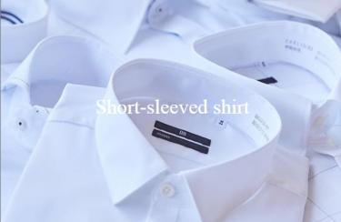 白の半袖シャツ