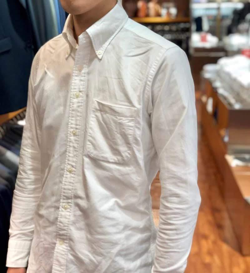 白のオックスフォードボタンダウンシャツ 全体像
