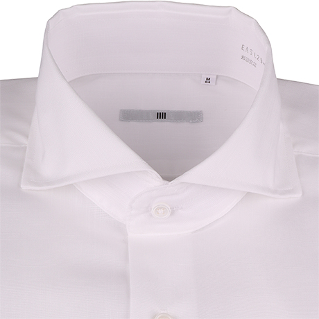 白のカッタウェイカラーシャツ