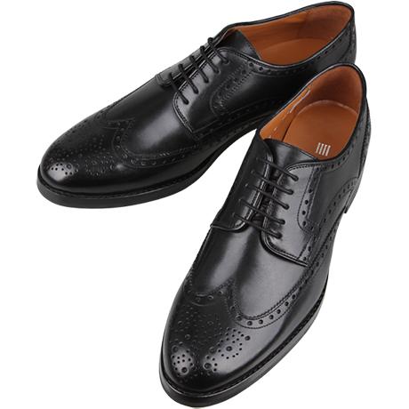 黒の革靴ウィングチップ
