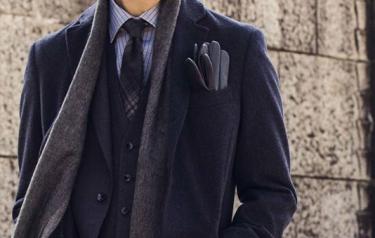 ネイビースーツに合わせるコートの選び方