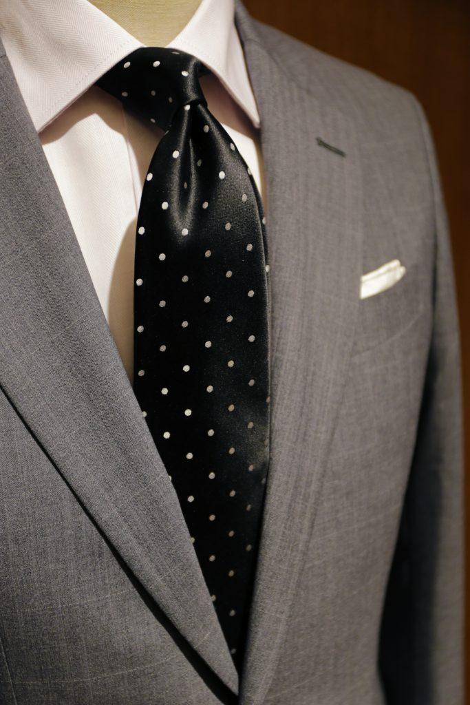 9d16d83694 グレーのスーツに合わせたいネクタイ特集!-SUIT LIBRARY