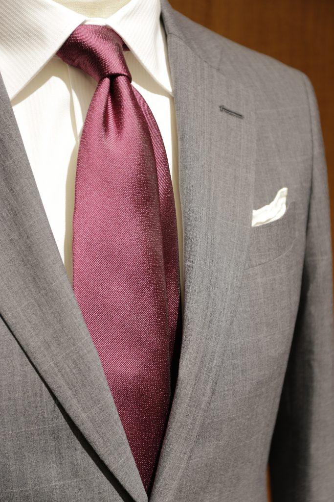 赤のネクタイ