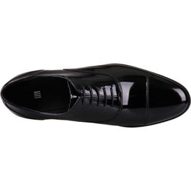 プロに聞いた結婚式でのスーツに合わせる靴の選び方