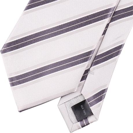 白のネクタイ