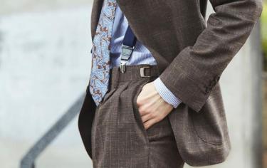 茶色スーツ