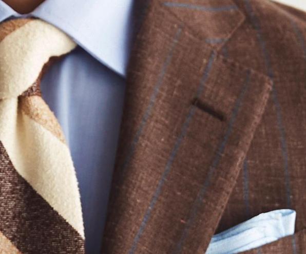 茶色スーツVゾーン