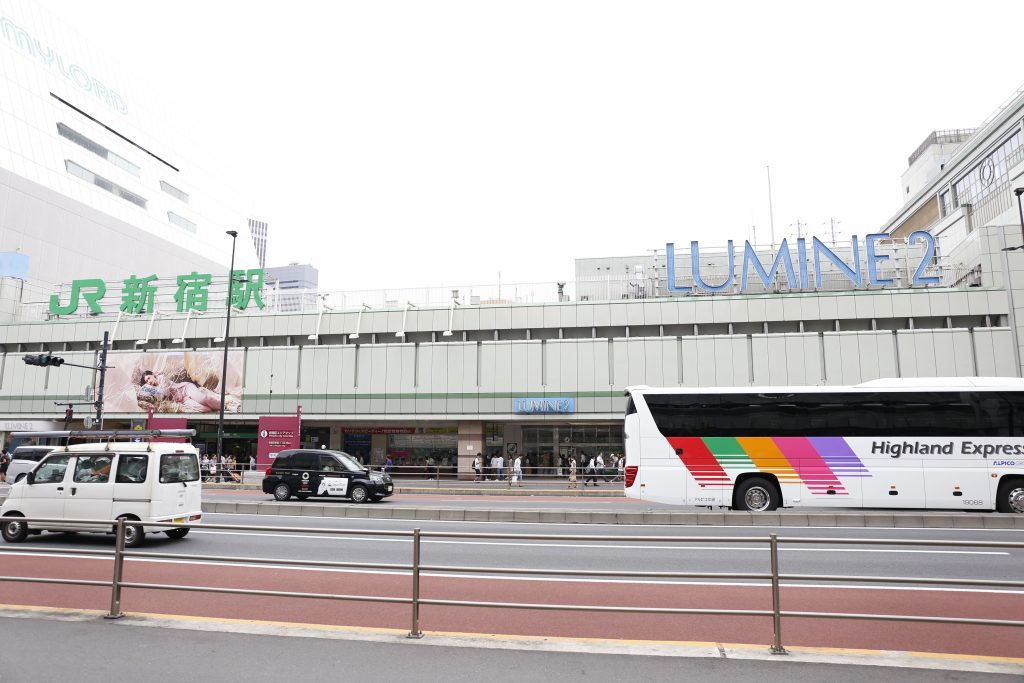 JR新宿甲州街道口前の道