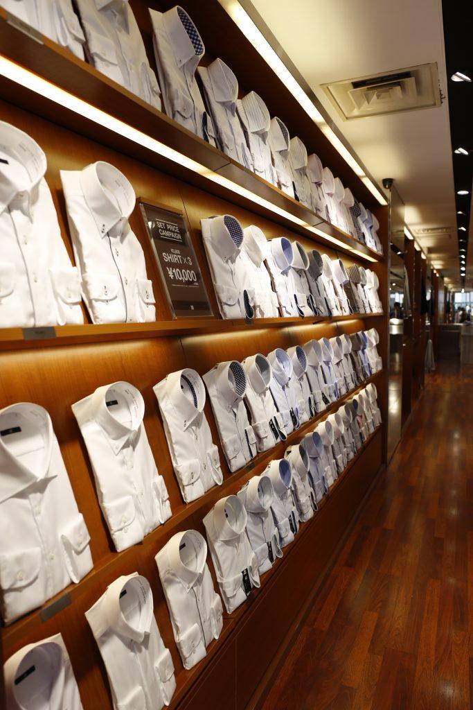スーツセレクト新宿南 1階のシャツコーナー