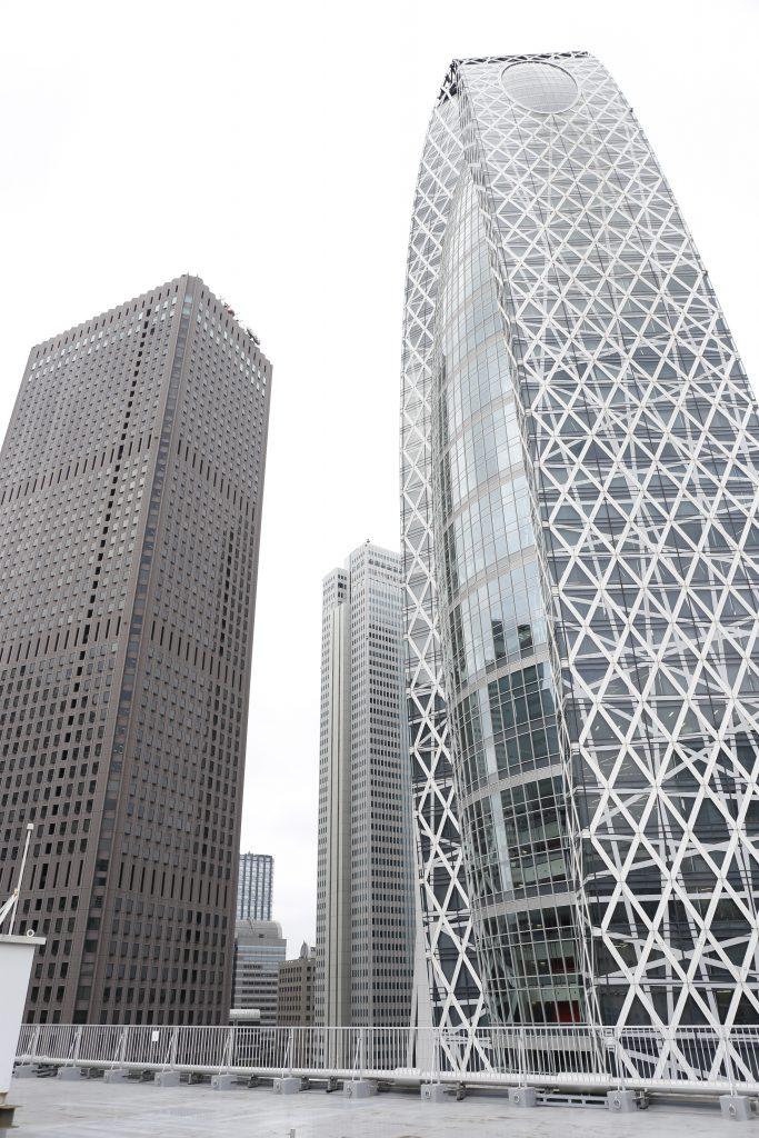 スーツセレクト新宿西エリアの高層ビル群