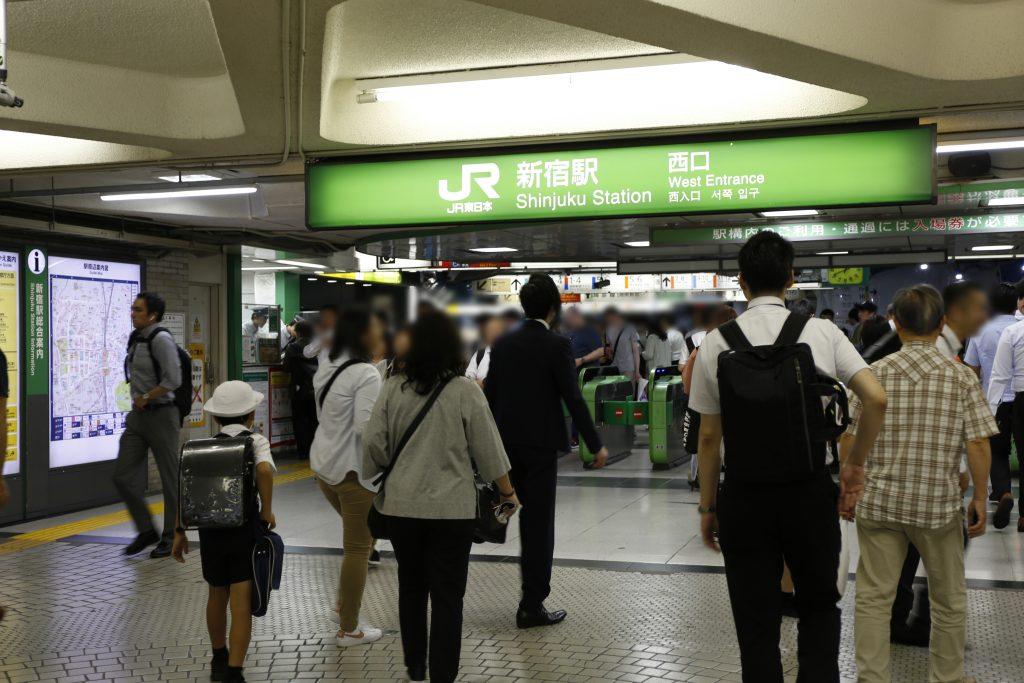 JR新宿的西口改札