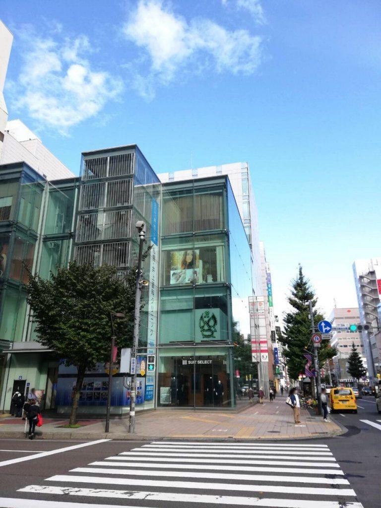 札幌シャンテ外観。1階にスーツセレクト