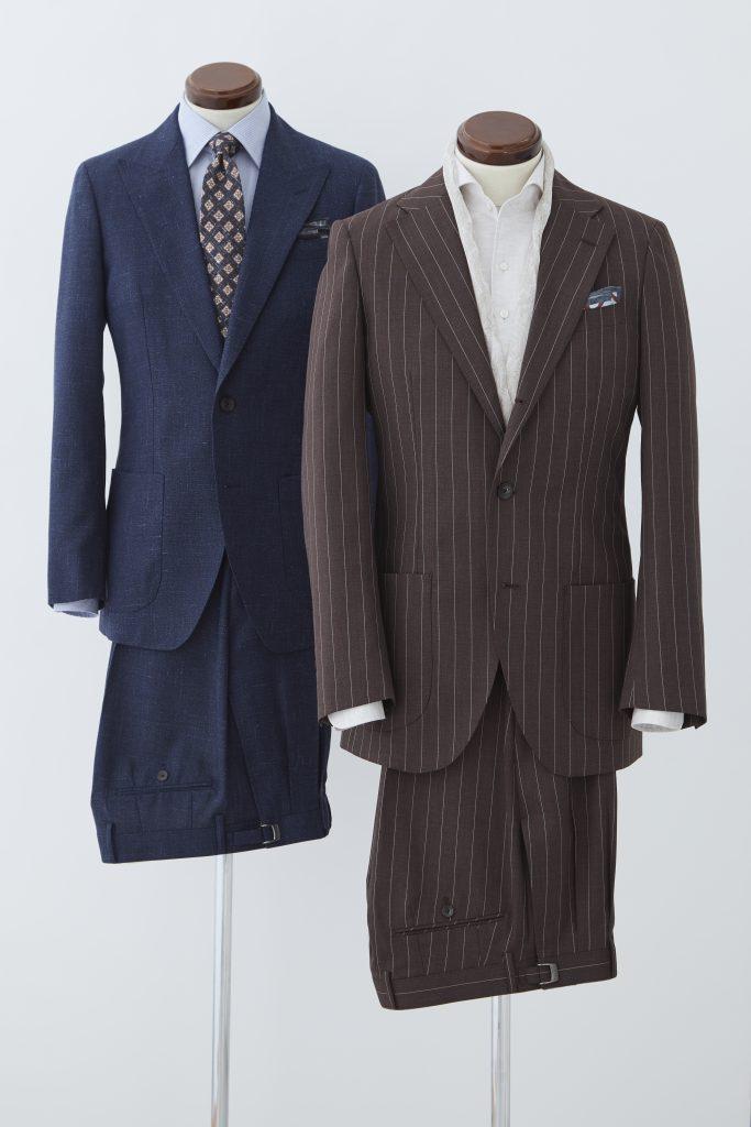 手前、茶色のストライプスーツ。後ろネイビースーツにチェックのネクタイ