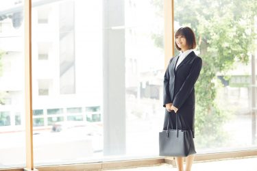 インターンはじまる。究極のブラックスーツ/SUIT SELECT×Samantha Beauty Project