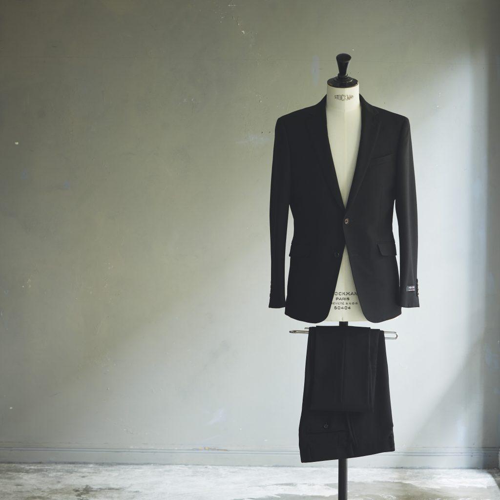 プレミアムブラック。 黒のブラックスーツ。